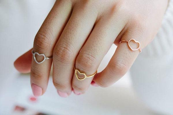 Serçe Parmağı Yüzüğü