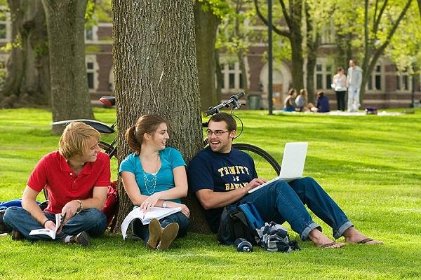 üniversitede sosyal hayat